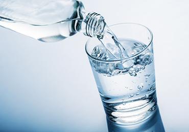 Beneficios y perjuicios del agua con gas