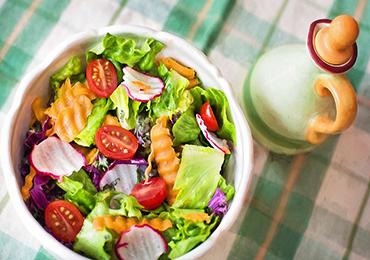 ¿Cuántas calorías debe consumir al día una mujer según su edad?