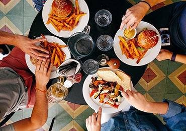 Cómo evitar los atracones de comida y los nudos en el estómago que produce el estrés