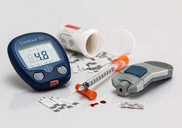 ¿Cuáles son los elementos esenciales para regular el nivel de azúcar en sangre?